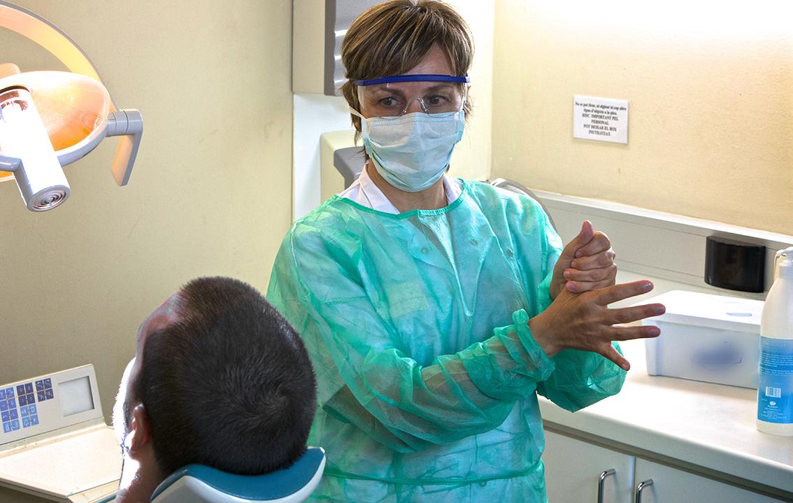 Curso sobre prevención de infecciones en las clínicas dentales